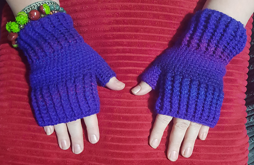 Ravelry Sonyas Easy Crochet Fingerless Gloves Pattern By Sonya Stone