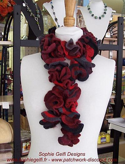 Froufrou_crochet_scarf_2_small2