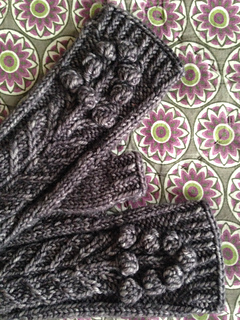 Spring_bloom_mitts__by_rachel_atkinson_for_loop__london_small2