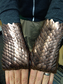 Brown_dragonscale_mitts_small2
