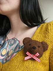 Bear_brooch_me_small