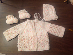 Lacy_raglan_baby_set_small