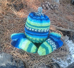 Dk-weight-infant-hat-and-socks-lg_small