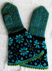 Mitten_gauntlet_latvian_spring_2_small