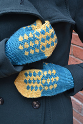 Blue-skies-and-butterflies-mitten-pattern_small_best_fit
