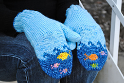 Fish-in-the-sea-mittens_small_best_fit