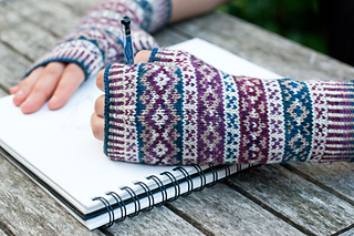 Portraiture-fingerless-mittens_small2