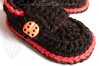 Hook_candy_crochet_patterns_sylver_santika_baby_booties_little_button_loafers_05_small2