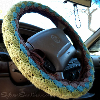 Hook_candy_crochet_patterns_sylver_santika_car_vehicle_accessories_steering_wheel_cozy_02_small2