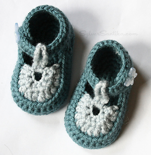 Baby_sandal_booties_hook_candy_crochet_patterns_by_sylver_santika_blue_yellow_newborn_02_small2