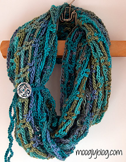 Artfully-simple-infinity-scarf_small2
