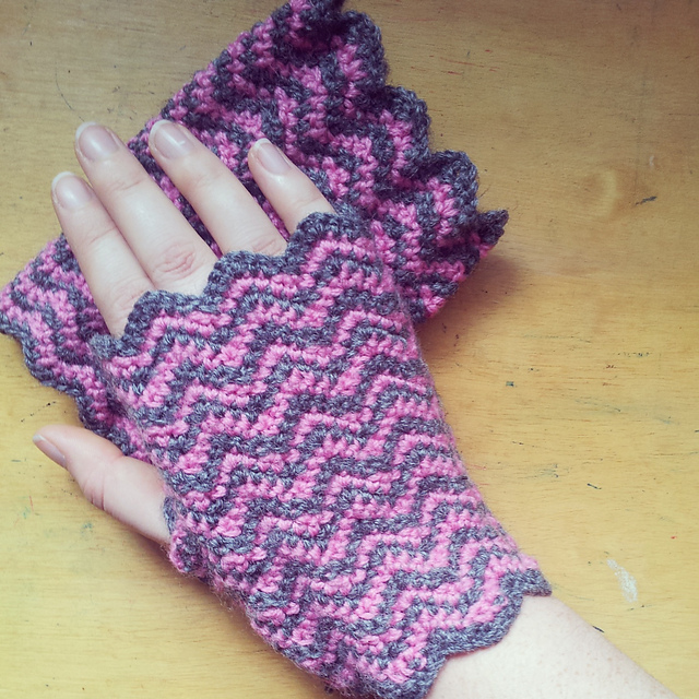 Ravelry Chevron Fingerless Mitts Pattern By Tea And Craft