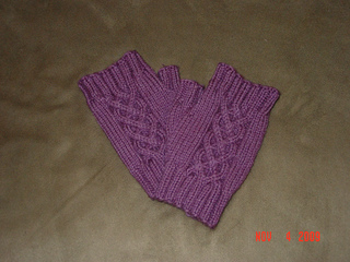 Entwined_in_vanna_choice_plum_003_small2