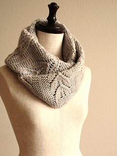 Lowbrow Cowl pattern by Thao Nguyen