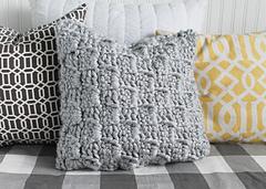 Chunky_crochet_pillow_vertical_small
