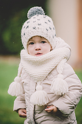 Winter_shawl_and_snowy_hat_tmw_small_best_fit