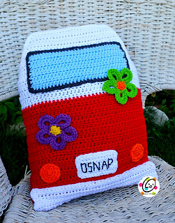 Snappy_bus_pillow_small2