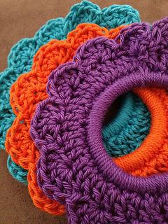Crochet_flower_tie2_small2
