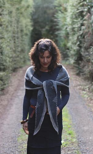 Zelda-shawl-by-truly-myrtle_26415920234_o_medium