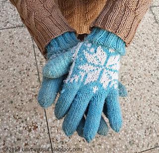 Snowflake_2bgloves_2b_7__small2