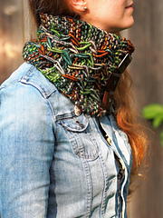 Ve175_jagged_pathways_cowl_small