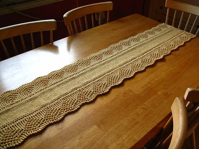 Ravelry: Scalloped Table Runner pattern by Amy Stender