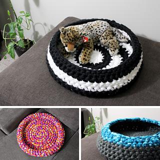 Cozy Pet Bed pattern by Allison Barr