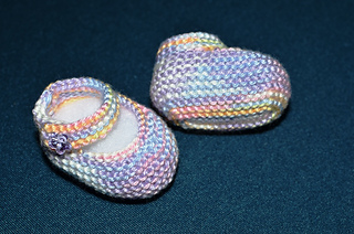 How_to_knit_basic_mary_jane_baby_booties_part_1_work_flat_2_small2