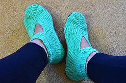 Simple_garter_adult_slippers_2_small_best_fit