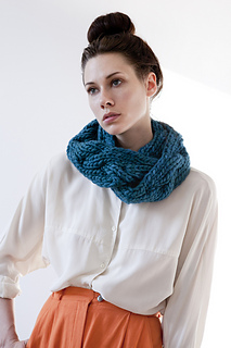 Aurora-reversible-braided-cowl-teal-gnd-05_small2