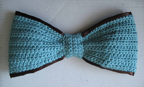 Blue_bow_chocolate_ribbon_medium