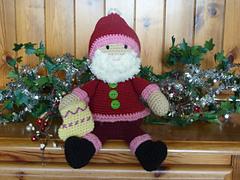 Santa_on_dresser__5__small