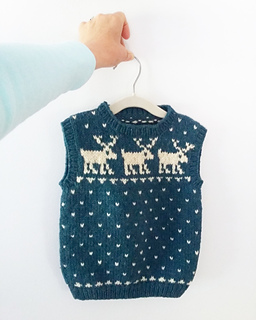 c72df5371570 Ravelry   03 Child s Sheep   Reindeer Vests pattern by Melinda Goodfellow